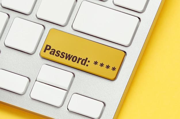 Wachtwoordconcept op toetsenbordknoop