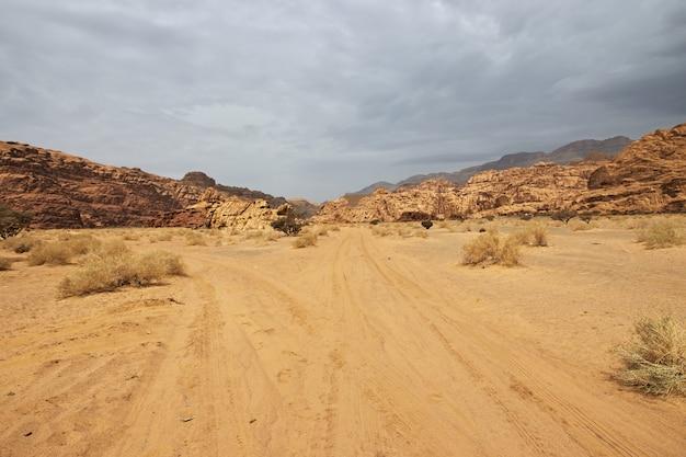 Wadi disah al shaq canyon saoedi-arabië