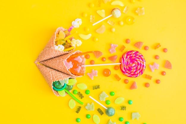 Wafelkegels met snoepjes