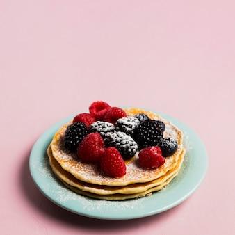 Wafels en wilde bessen ontbijt
