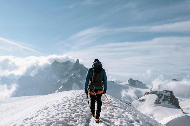 Wandelaar gaat aiguille du midi . op