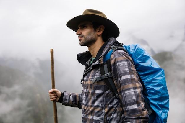 Wandelaar in machu picchu, peru
