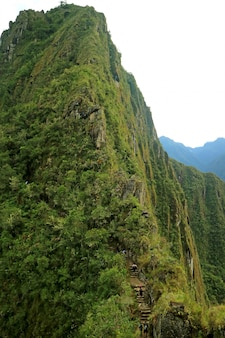 Wandelend de berg huayna picchu bij de historische plaats van machu picchu in het gebied van cusco, peru