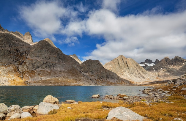 Wandeling in wind river range in wyoming, vs. herfstseizoen.