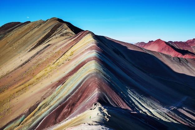 Wandelscène in vinicunca, cusco-gebied, peru. montana de siete colores