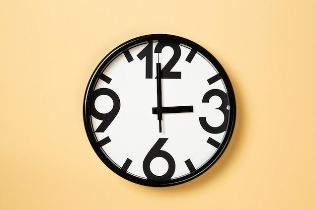 Wandklok laten zien drie uur