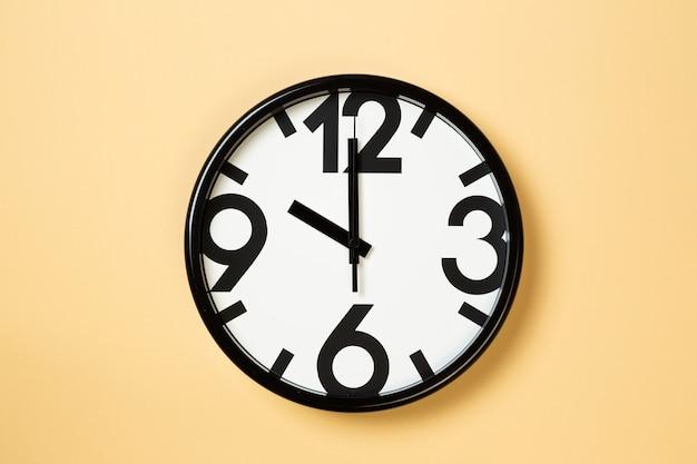 Wandklok laten zien tien uur