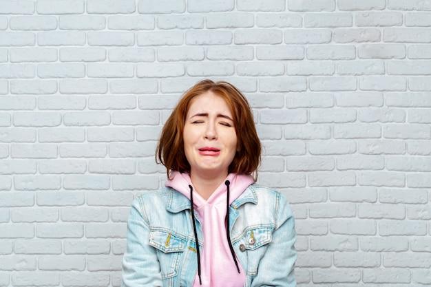 Wanhopige vrouw huilt