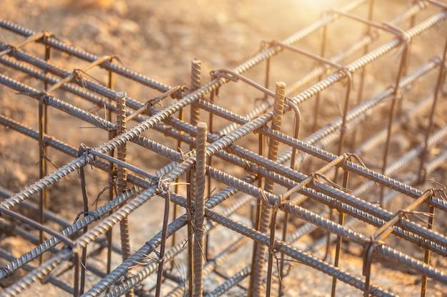 Wapening staal voor grade beam / grondbalk in het proces van woningbouw