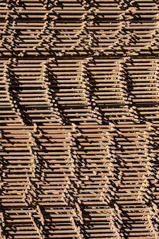 Wapeningsstaven met een periodiek profiel in de pakketten worden opgeslagen in het magazijn voor metalen producten