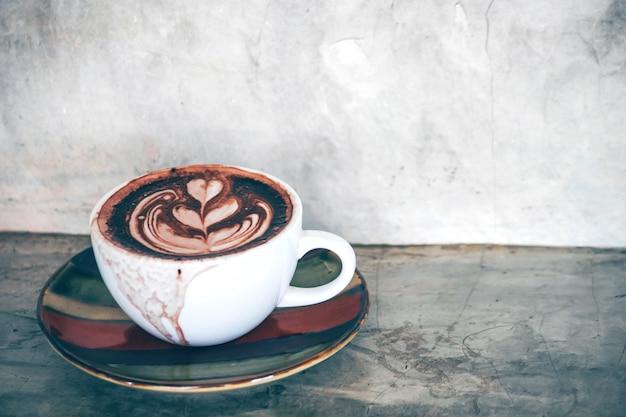 Warme chocolademelk in de winkel