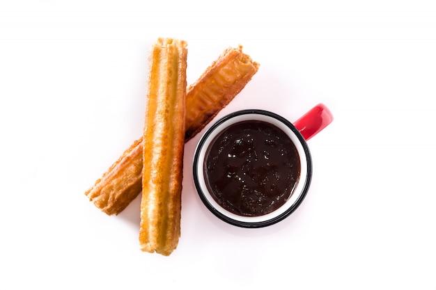 Warme chocolademelk met churros geïsoleerd op witte achtergrond bovenaanzicht