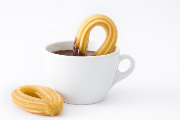 Warme chocolademelk met churros geïsoleerd spaans ontbijt