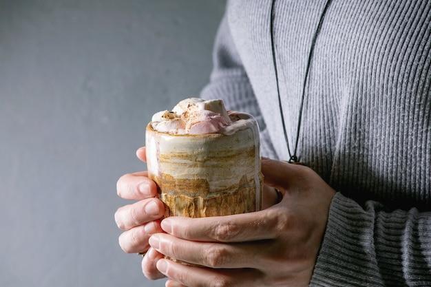Warme chocolademelk met marshmallow