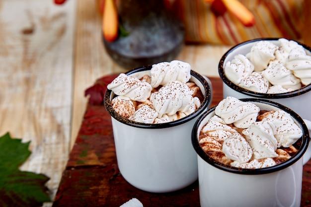 Warme chocolademelk met marshmallowsuikergoed