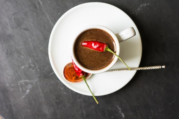 Warme chocolademelk met peper