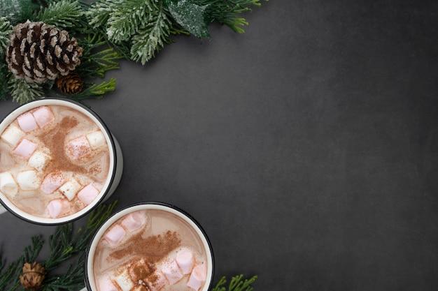 Warme chocolademokken met marshmallows. kerst warme dranken.