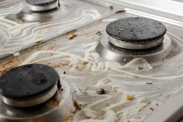 Was met zeep vuile keuken kookapparatuur