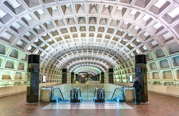 Washington dc, verenigde staten - 7 mei 2017: capitol south metrostation. washington metro omvat zes lijnen, 91 stations en 117 mijl aan route