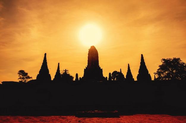 Wat chaiwatthanaram is a bij historisch park in ayutthaya., thailand.