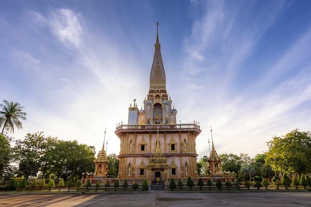 Wat chalong of chalong-tempel de populairste toeristenaantrekkelijkheden in phuket, thailand