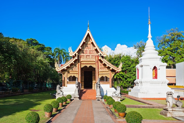 Wat chedi luang-tempel in chiang mai in thailand