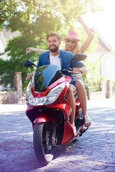 Wat gekkigheid tijdens het rijden op een scooter