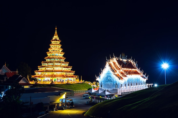 Wat huay pla kang, chinese tempel in de provincie chiang rai, thailand.