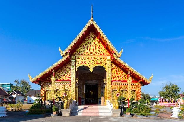 Wat jed yod, mooie oude tempel in het noorden van thailand in de provincie chiang rai, thailand