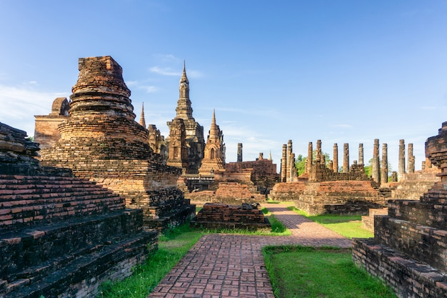 Wat mahathat-tempel in het district van historisch park sukhothai