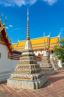 Wat pho is de meest beroemde tempel van thailand voor toeristen in bangkok, thailand