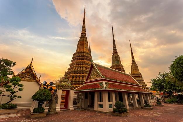 Wat pho-tempel of wat phra chetuphon in bangkok, thailand