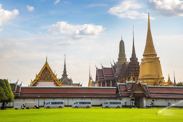 Wat phra kaew (tempel van de smaragdgroene boeddha) in bangkok, thailand
