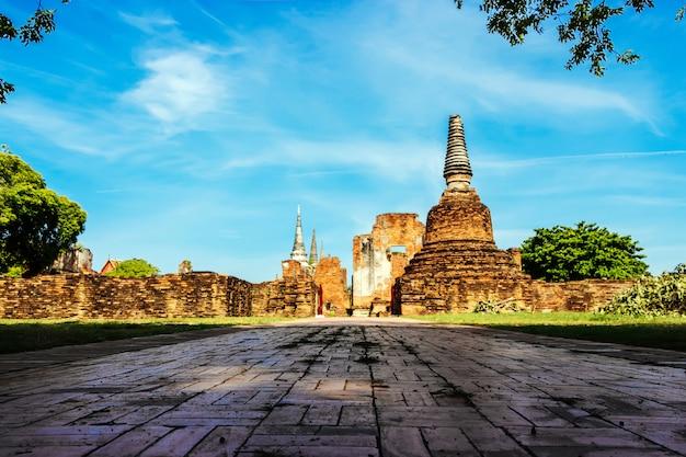 Wat phra si sanphet is een populaire toeristenaantrekkelijkheid in ayutthaya thailand.