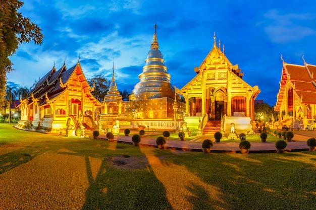 Wat phra singh ligt in het westelijke deel van het oude stadscentrum van chiang mai, thailand