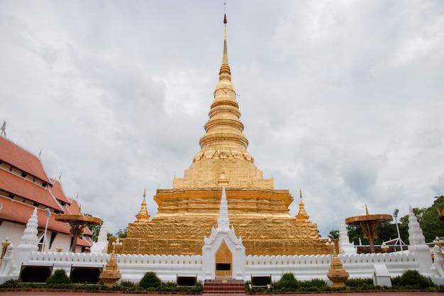 Wat phra that chae haeng een iconische beroemde tempel in nan de noordelijke provincie in het noorden van thailand.