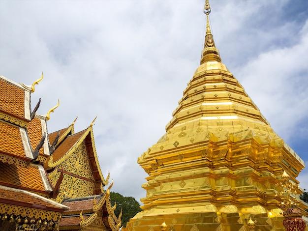 Wat phra that doi suthep is een boeddhistische tempel en toeristische attractie in chiang mai, thailand