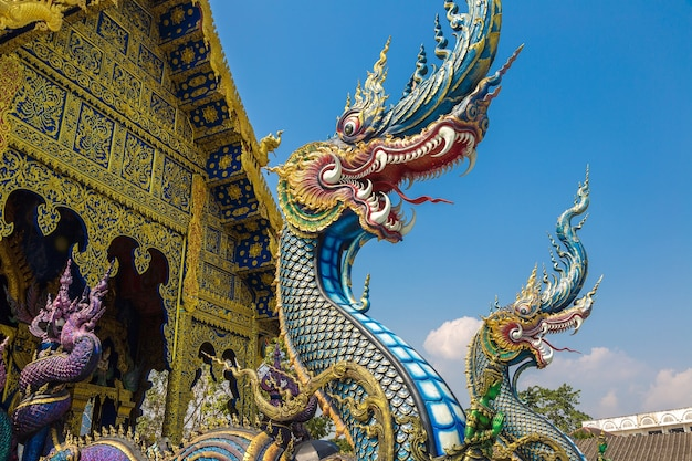 Wat rong sua ten bekend als blauwe tempel in chiang rai in thailand