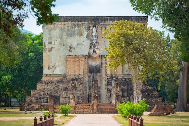 Wat si chum in historisch park sukhothai