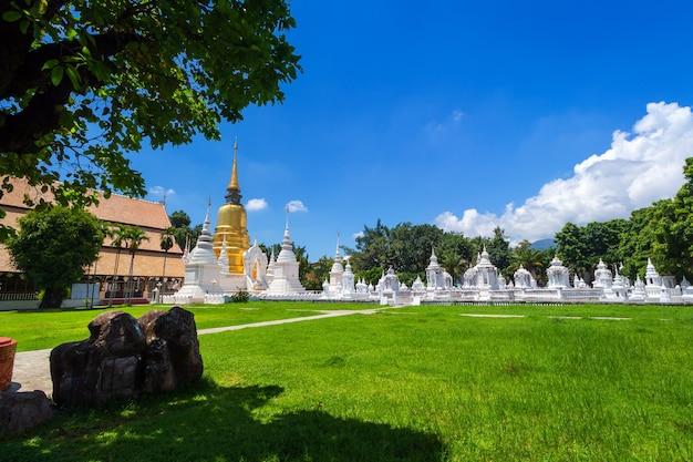 Wat suan dok is een boeddhistische tempel is een belangrijke toeristische attractie in chiang mai, thailand.