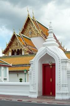 Wat suthat thep wararam in bangkok, thailand