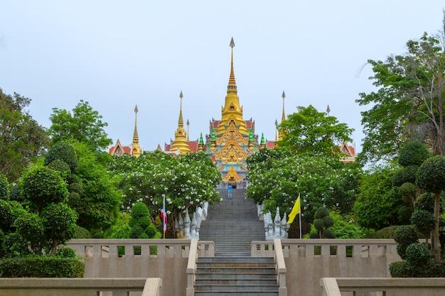 Wat thang sai, boeddhistische tempel in prachuap kirikhan, thailand
