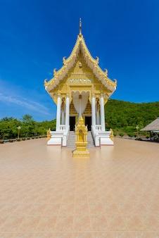 Wat thipsukhontharam-tempel, kanchanaburi-provincie, thailand