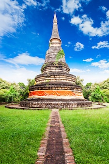 Wat umong-tempel in chiang mai in thailand