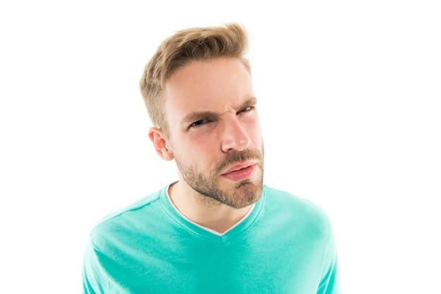 Wat zei je. stress weerstand concept. guy gespannen gezichtsuitdrukking. verontwaardigde uitdrukking. voel je gevangen. emotionele mens. emotioneel welzijn. mentale gezondheid. psychologie advisering. emotioneel intellect.