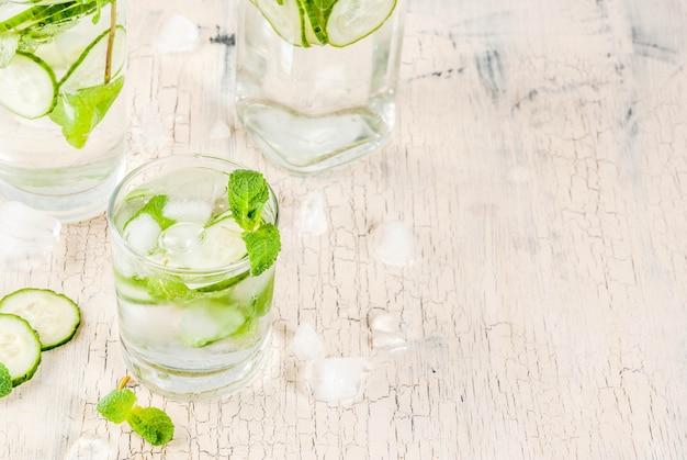 Water met munt en komkommer