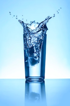 Water splash in glas
