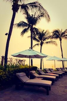 Water twilight kokos zonsondergang zwemmen