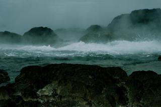 Water voldoet aan de oceaan, sissend