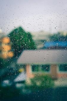 Waterdruppel op venster